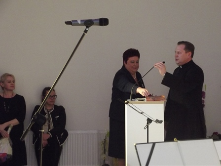 kunigas sveikina